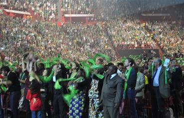 Une foule dynamique et à la couleur de l'espérance...